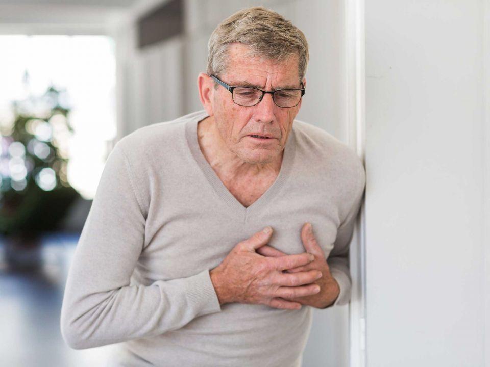 خبراء صحة يؤكدون أهمية العلاج السريع عند الشعور بألم في الصدر