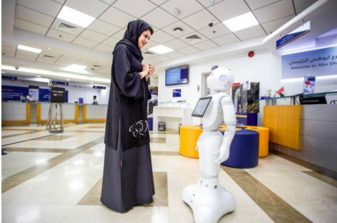 الروبوت بيبر يتعلم العربية لخدمة عملاء بنك الإمارات دبي الوطني