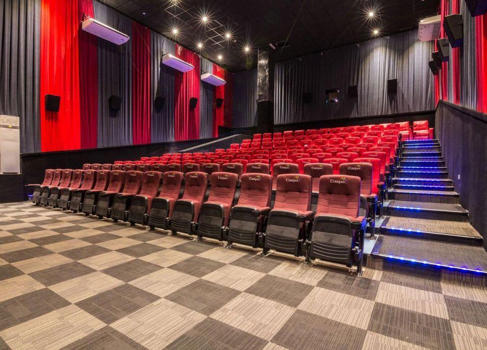 شركة إماراتية تستثمر في أكبر شركة باكستانية لإدارة دور السينما