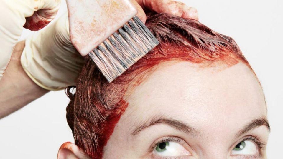 تحذير السيدات من صباغ الشعر وارتباطه بسرطان الثدي