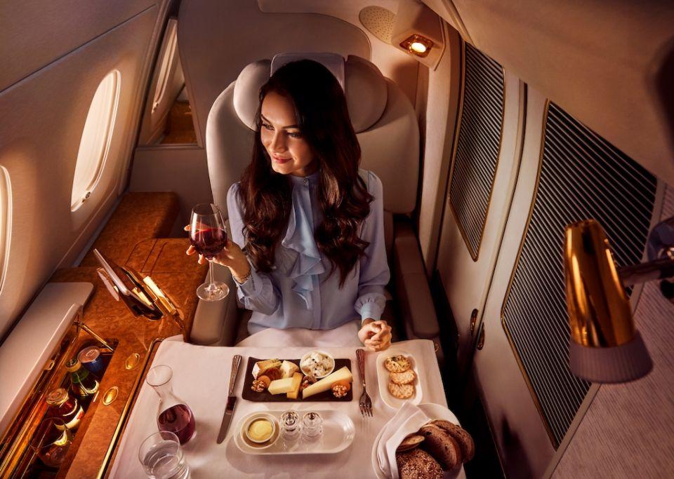 طيران الإمارات تلبي مختلف الأذواق في أكبر مطعم طائر في العالم
