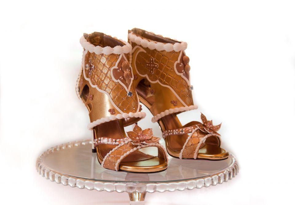 أغلى حذاء في العالم يُعرض في رافلز دبي