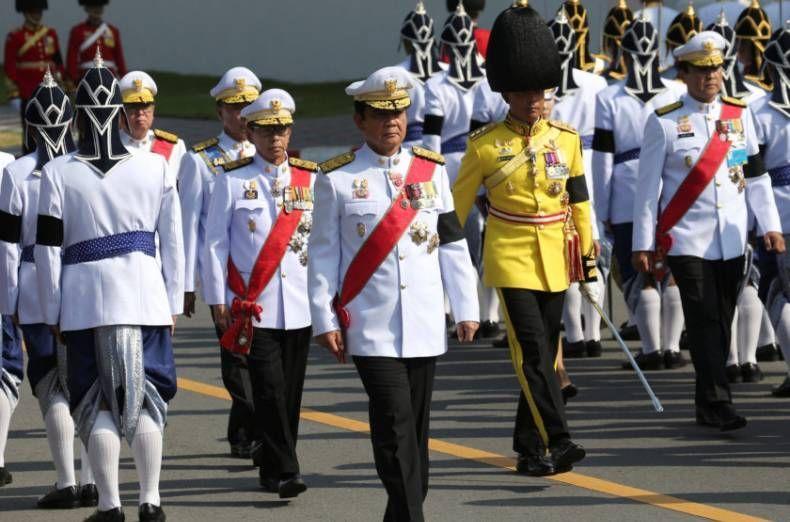 الآلاف تخرج للمشاركة في جنازة ملك بوميبول الراحل في تايلاند