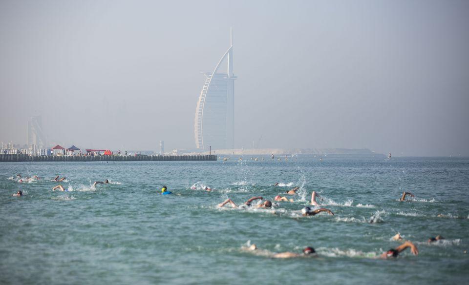 200 سباح في النسخة الثانية لسباق «سيتي سويم دبي»
