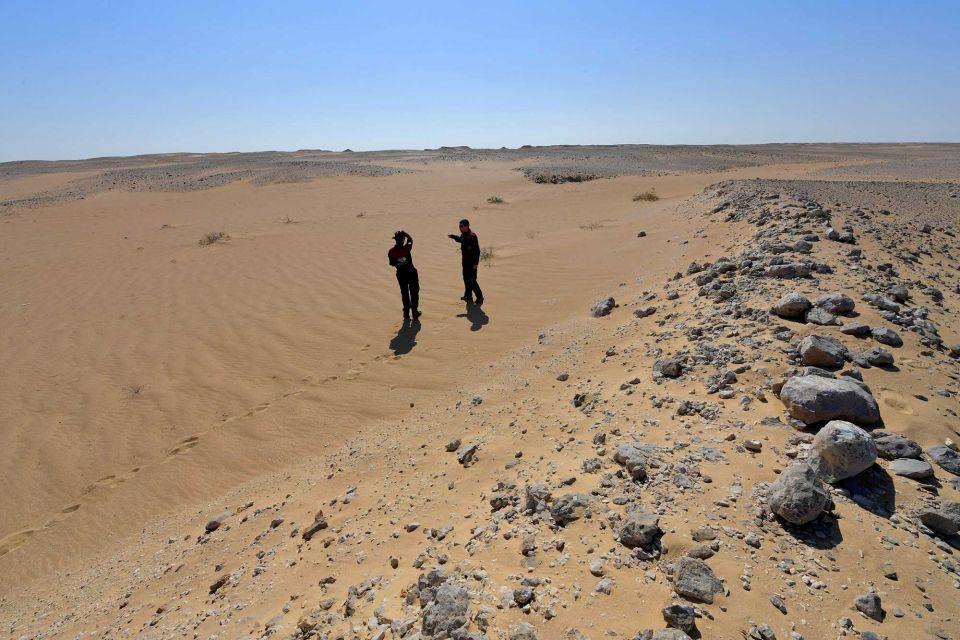 """محاكاة الحياة على """"الكوكب الأحمر"""" في صحراء ظفار عمان"""