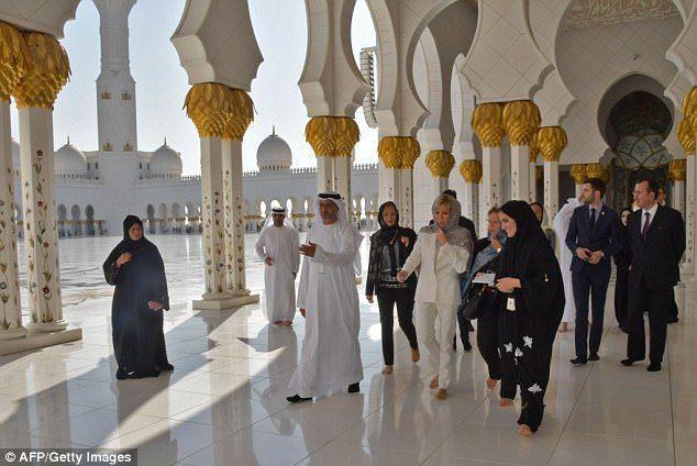 بالصور :  بريجيت ماكرون تزور جامع الشيخ زايد بأبوظبي