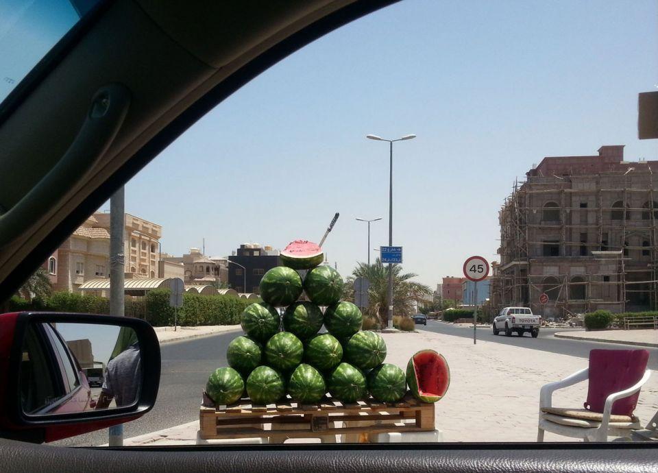 ما حقيقة فرض الكويت غرامة 100 ألف دينار بحق بائعي البطيخ الجوالين؟
