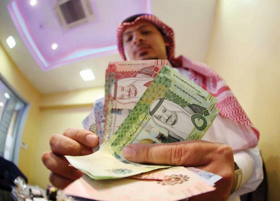 إلزام سعوديين بدفع رسوم بعض المقيمين في المملكة