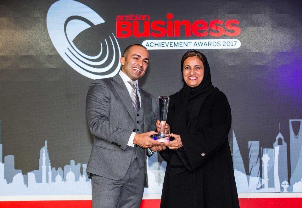 الشيخة لبنى القاسمي تهدي فوزها في جوائز أريبيان بزنس إلى الشباب العربي
