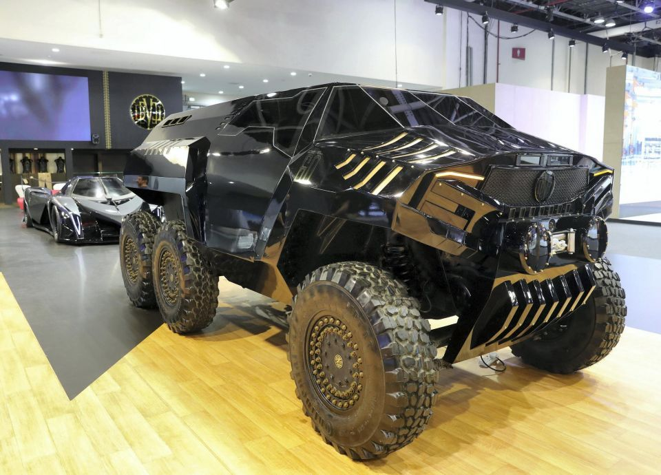 بالصور: معرض دبي الدولي للسيارات