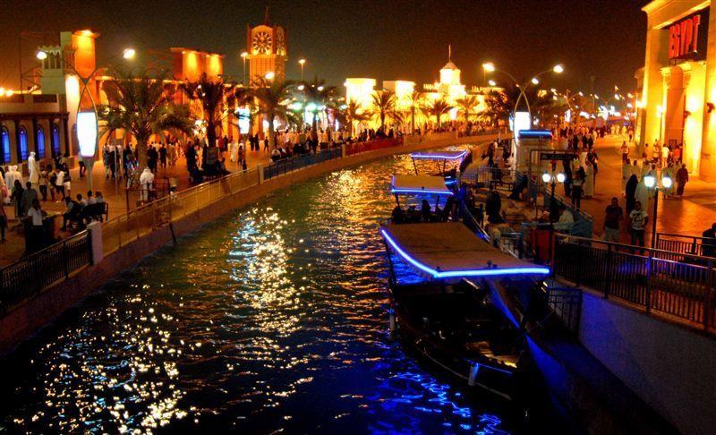 طرق دبي تشغّل عبرات كهربائية لخدمة ضيوف القرية العالمية