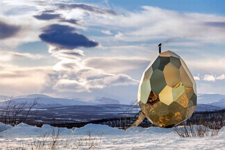 اكتشف ما بداخل هذه البيضة العملاقة الذهبية