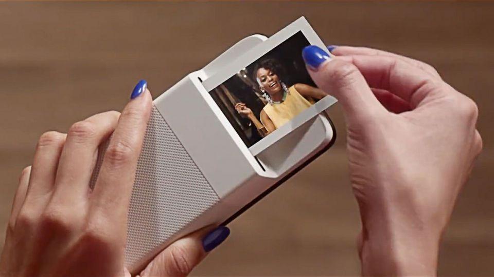 موتورولا تكشف عن طابعة صور فورية لهواتفها