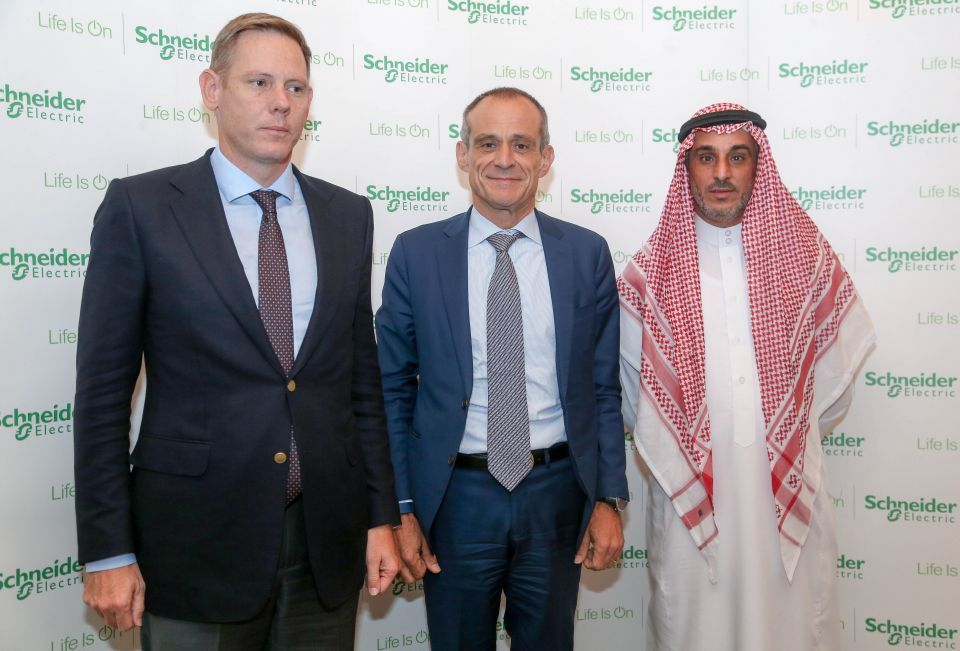 السعودية: شنايدر إلكتريك شريكًا في مشاريع محلية تحقيقًا لرؤية 2030