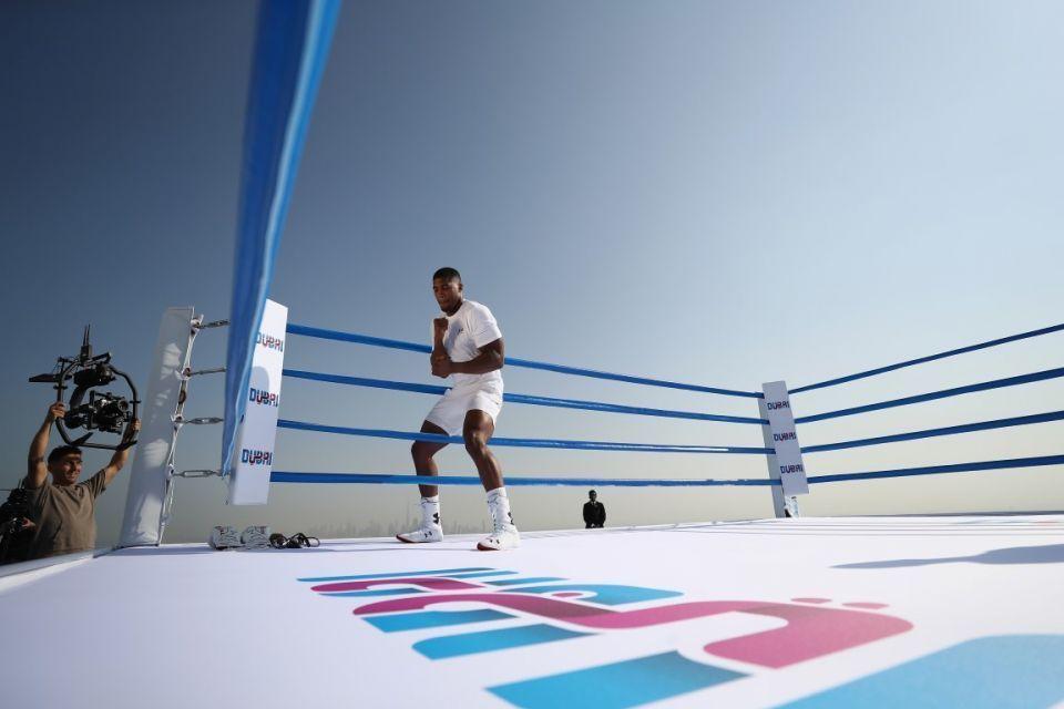بطل الوزن الثقيل أنتوني جوشوا في دبي