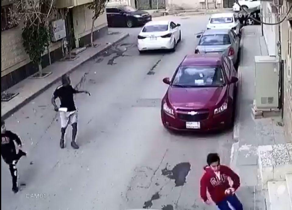السلطات السعودية تتحرى عن لقطات تظهر محاولة اختطاف طفلين
