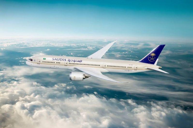 الخطوط السعودية تنفي إدراج 60 من طياريها على قوائم المنع من الطيران