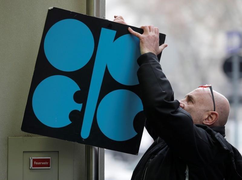 أوبك تتفق على تمديد تخفيضات إمدادات النفط للعام 2018 بكامله