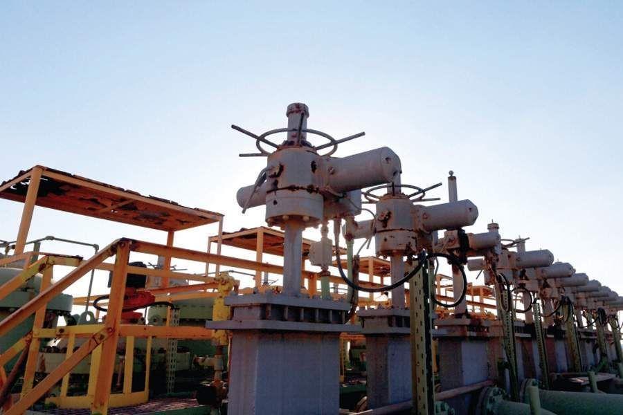 النفط يصعد مع تمديد أوبك تخفيض الإنتاج