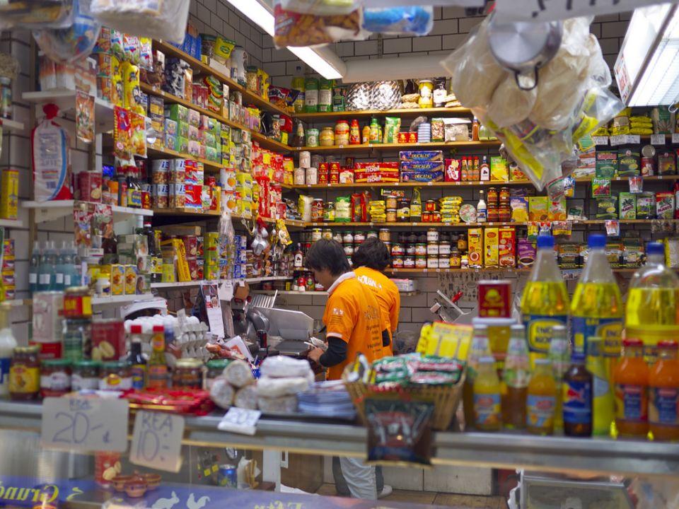 السعودية تفرض ضريبة القيمة المضافة على السلع الغذائية بداية العام القادم