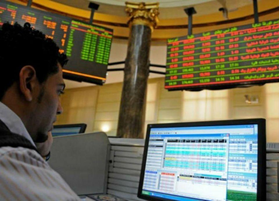 بورصات الخليج تتراجع بتعاملاتها ومصر تصعد لمستوى قياسي