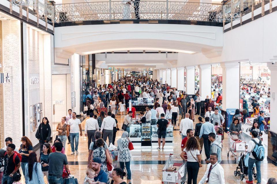 تزاحم المتسوقين على مراكز «ماجد الفطيم» في مهرجان دبي للتسوق