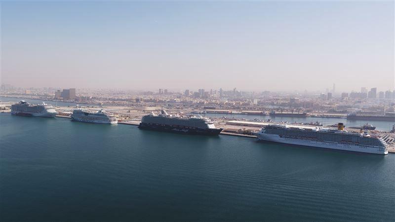 ميناء راشد بدبي يستقبل 4 سفن سياحية عملاقة في يوم واحد