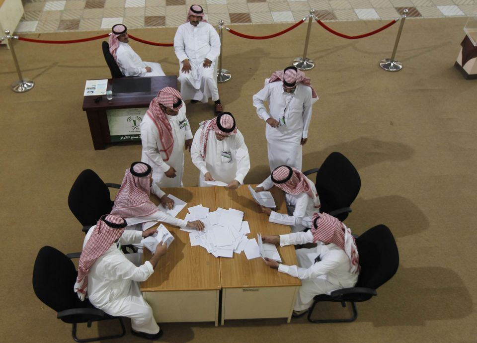 حتى لو كانت عقارات.. منح موظفي الحكومة بالسعودية 30% من إيراداتها الزائدة