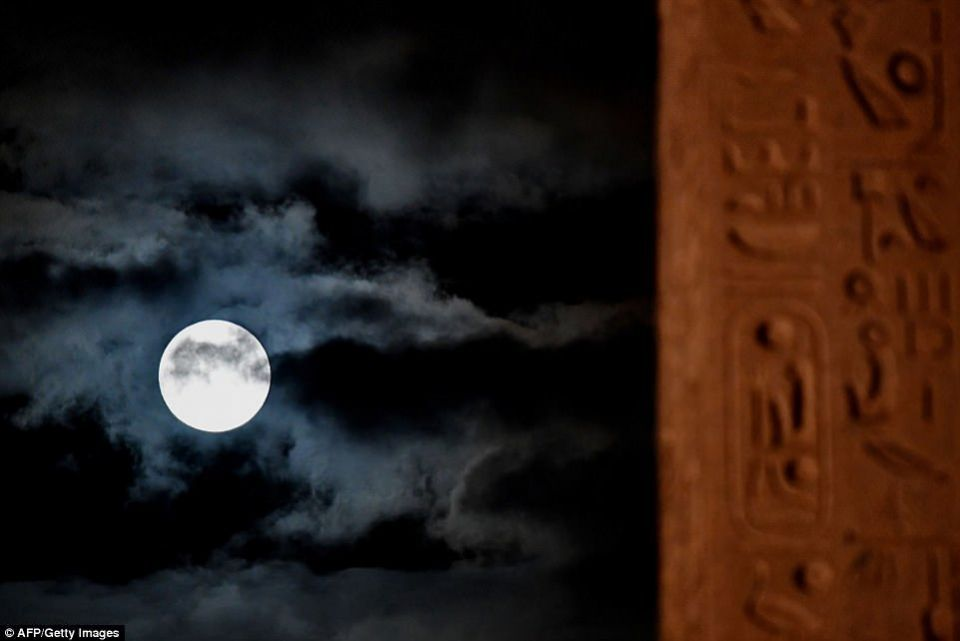 """شاهد """"القمر العملاق """"في دبي ومدن العالم الأخرى"""