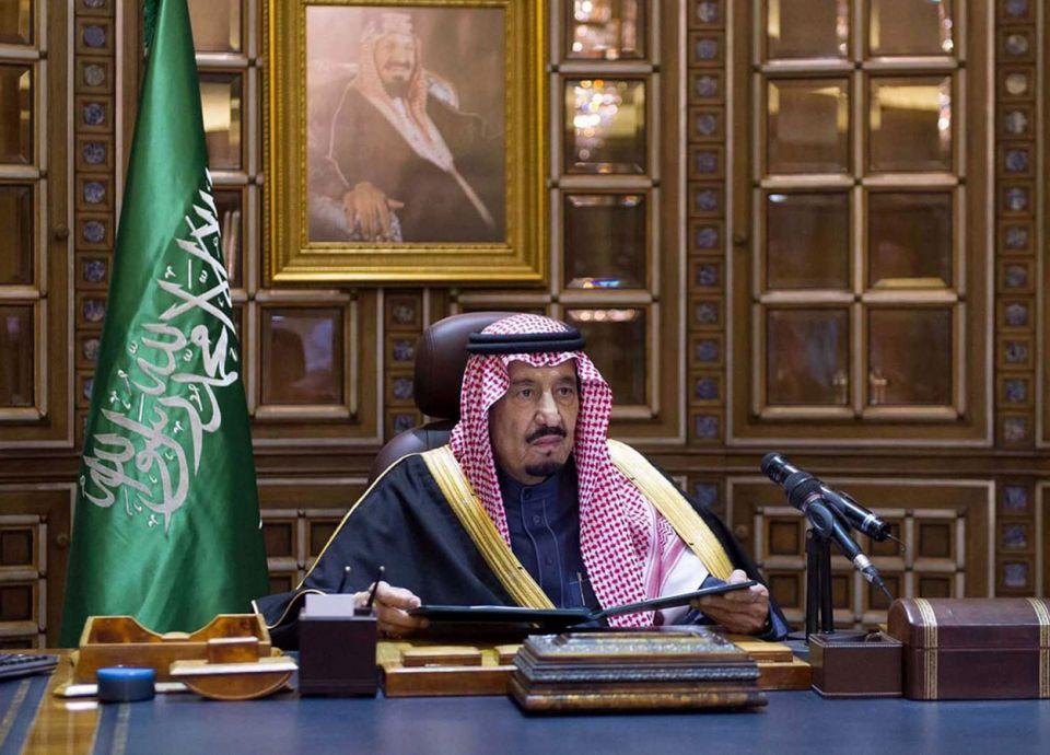 العاهل السعودي يوافق على بناء 9 محطات تحلیة بتكلفة ملياري ريال