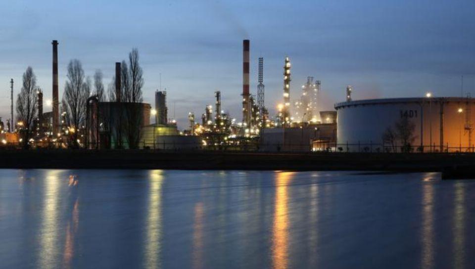 تدهور أرباح المصافي يهدد صعود أسعار النفط الخام الذي تقوده أوبك
