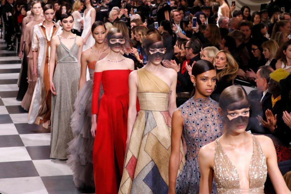 شاهد عرض أزياء كريستيان ديور بلمساته السيريالية