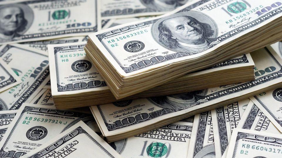 الدولار ينخفض لأدنى مستوى في 3 سنوات