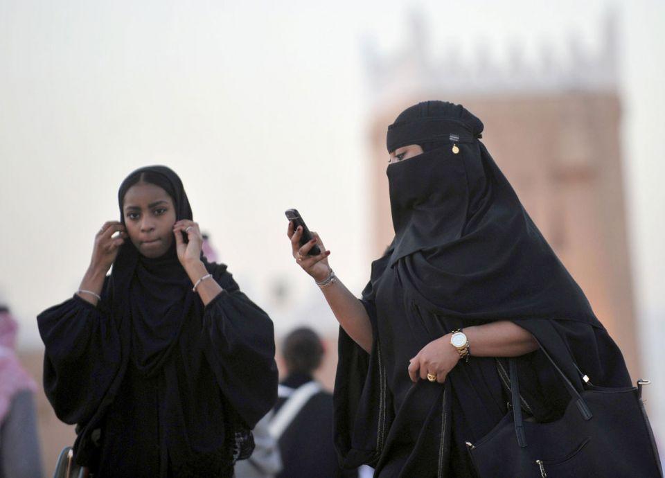بعد تدخل هيئة الاتصالات السعودية.. شركتان تعيدان أسعار الإنترنت