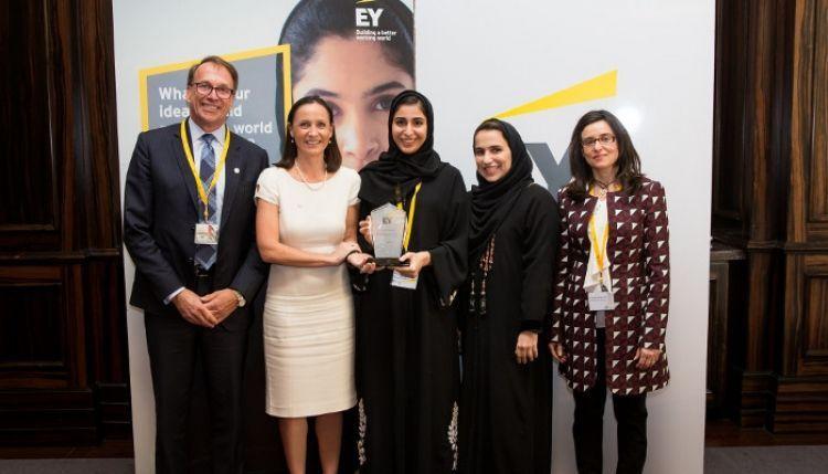 الإماراتية علياء المهيري تفوز بجائزة سيدة العام في مجال التمويل المؤسسي