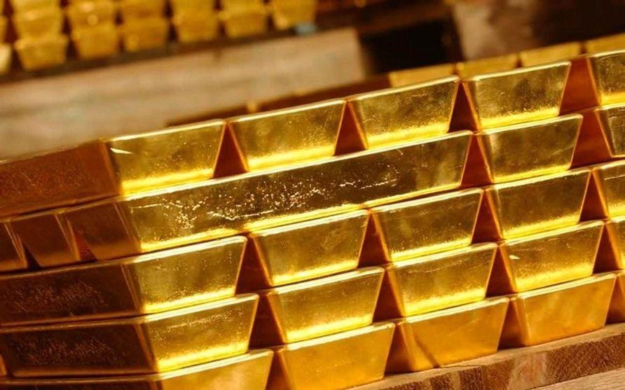 الذهب ينزل وسط جني للأرباح مع تعافي الدولار
