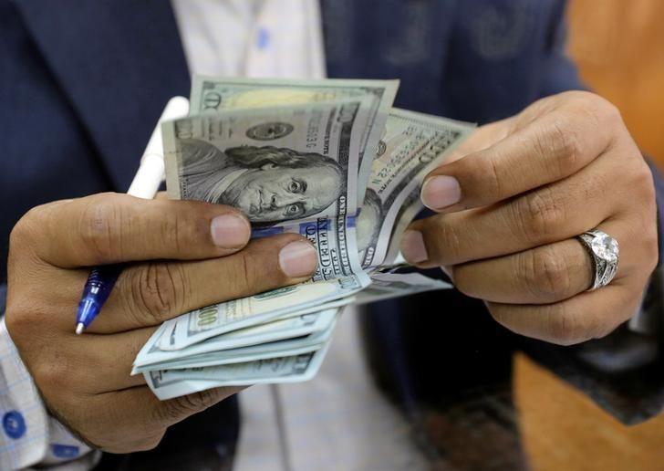 مصر تثبت الدولار الجمركي عند 16 جنيها في فبراير