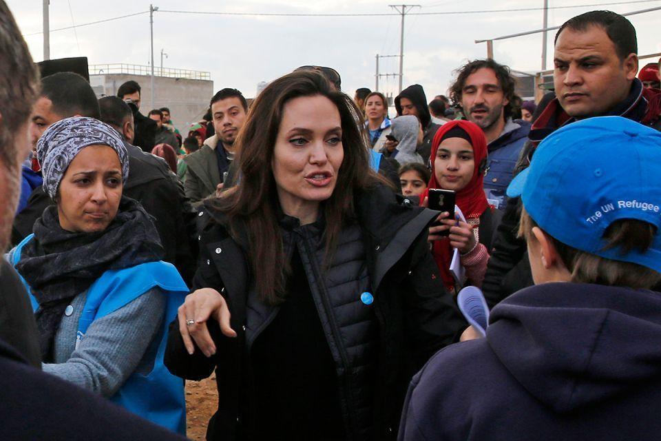 أنجلينا جولي تتفقد مخيم الزعتري في الأردن