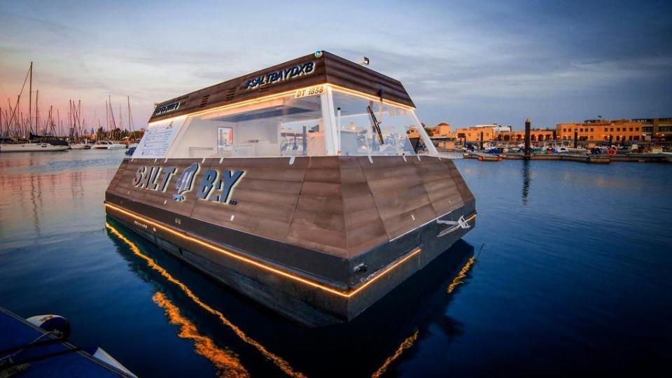 'أكوا بود' أول منصة عائمة ومستدامة في العالم لخدمة طلب الطعام في مياه دبي