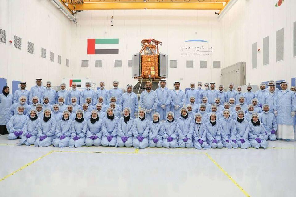 محمد بن راشد يدشن أول قمر صناعي عربي صنع بأيادٍ إماراتية