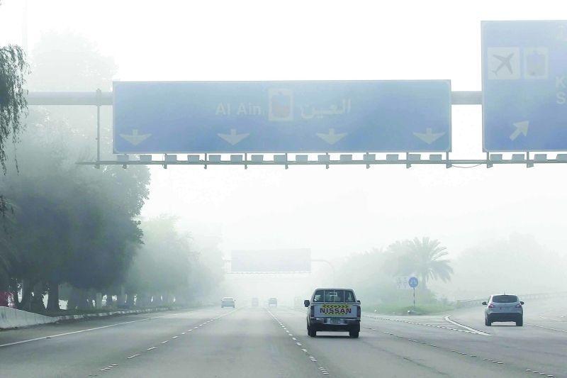 شرطة أبوظبي تبتكر جهاز ليزر لتحديد مسافات أمان المركبات في الضباب