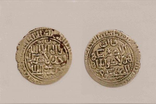 الكشف عن أول مسكوكة إسلامية مغولية تدخل متحف الشارقة للحضارة الإسلامية