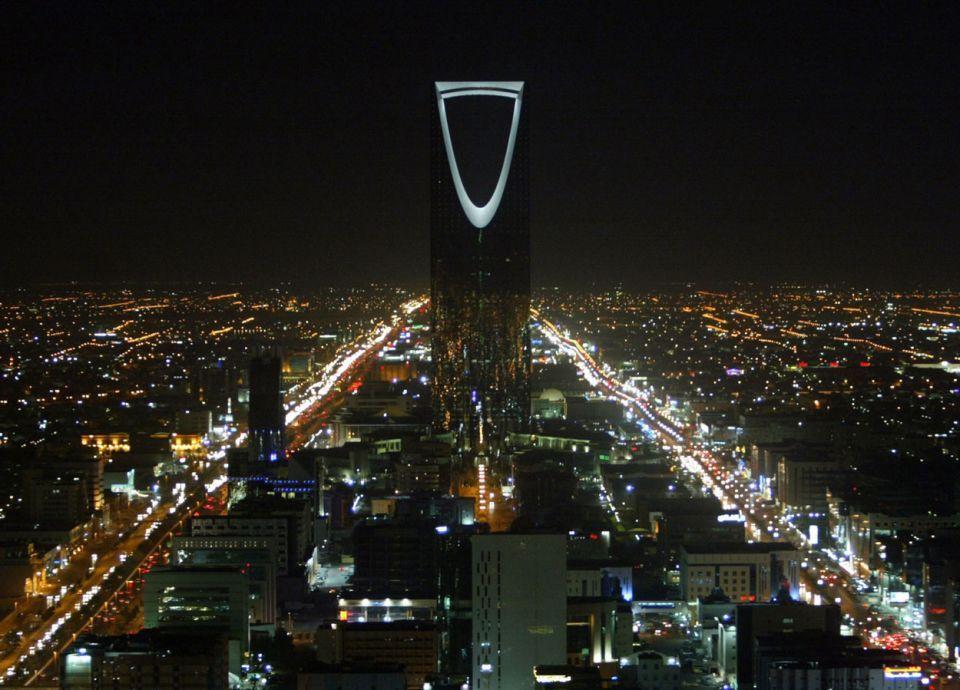 السعودية ترسي أول مشروعاتها الشمسية على أكوا باور