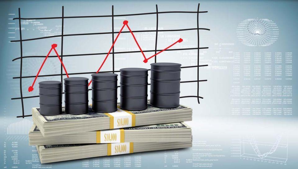 النفط يهبط مع ارتفاع الدولار وتزايد الانتاج الأمريكي