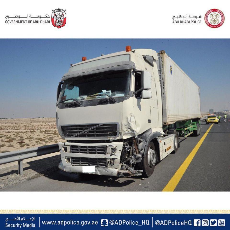 أبو ظبي: إيقاف سائق شاحنة لتهوره في حادث الضباب بين 44 سيارة