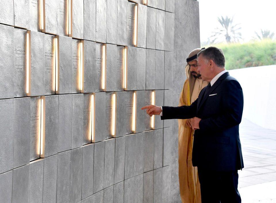 عبدالله الثاني يزور واحة الكرامة ويضع إكليلا أمام نصب الشهيد