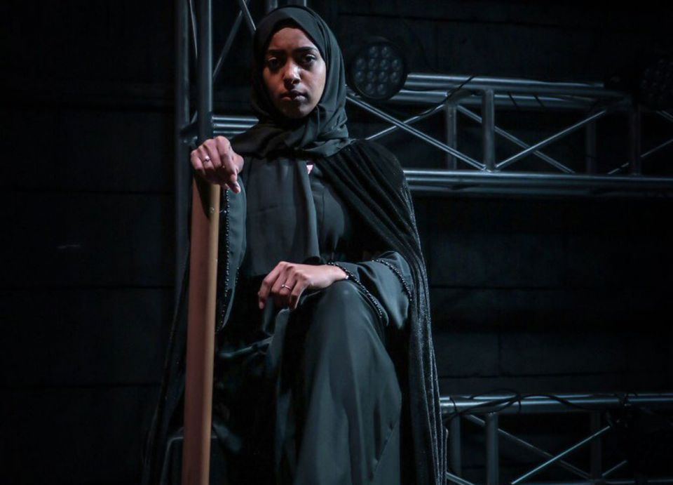 السعودية تشهد أول ظهور لممثلة وجمهور مختلط على خشبة مسرح
