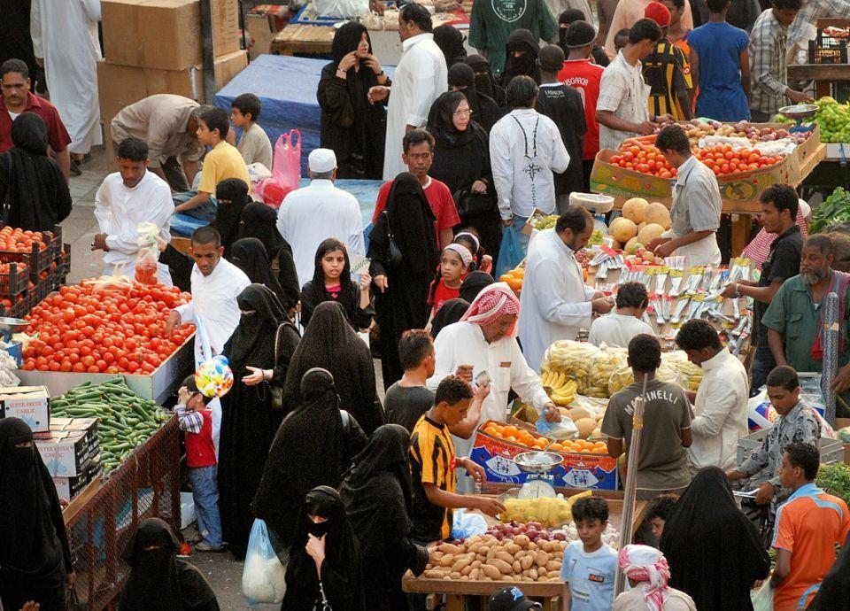 تهدد السعوديين.. خبير يحذر من تجاوزات الشركات مع ضريبة القيمة المضافة