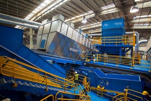 تطوير منشأة بيئة بالشارقة لاستعادة المواد القابلة لإعادة التدوير