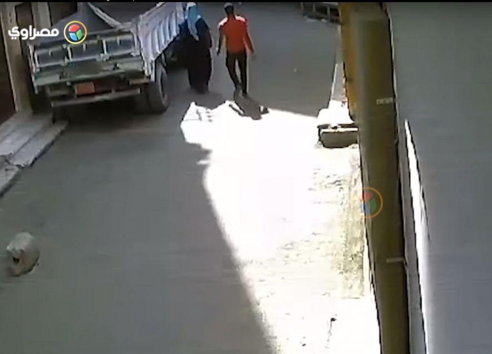 شاهد مثابرة فتاة مصرية للتصدي لمتحرش وسجنه